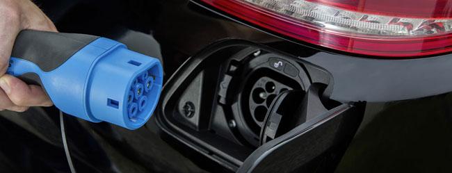 mercedes-benz-c350-plug-in-hybrid-ricarica
